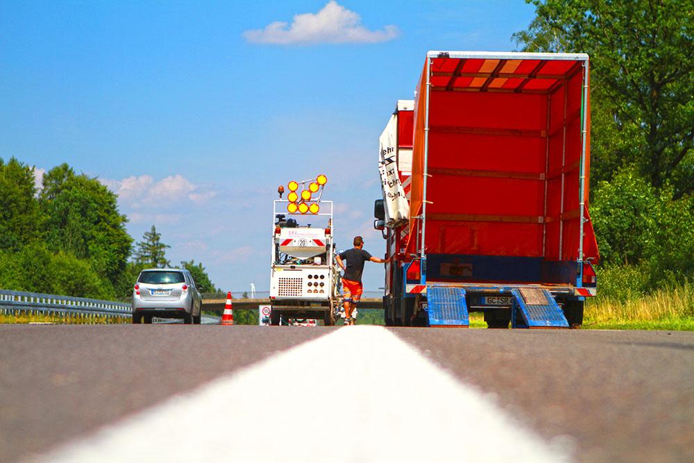 Verkehrstechnik Straßenmarkierung